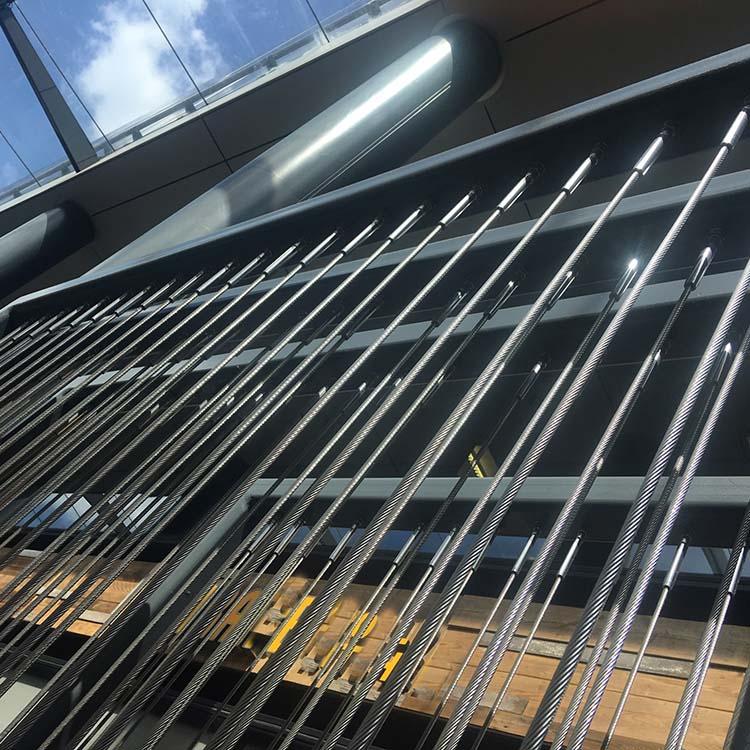 Architectuur: RVS staalkabel constructie