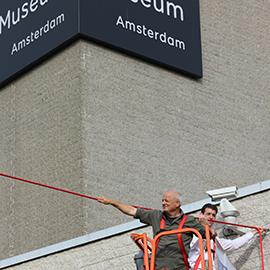 Van Gogh Mile - installatie rood touw door de Lijnenspecialist